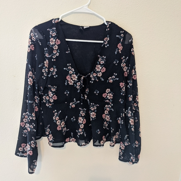 H&M Tops - Floral blouse